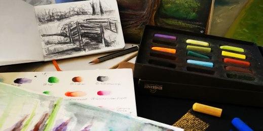 Différents médiums seront proposés : fusain, crayon HB, encre, pastels, aquarelle...